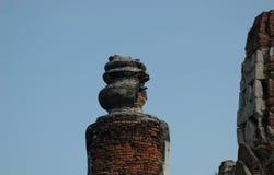 Fördärvar av tegelstentorn i en thailändsk wat Royaltyfri Fotografi