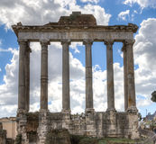 Fördärvar av templet av Saturn, Rome, Italien Fotografering för Bildbyråer