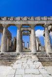 Fördärvar av templet på ön Aegina, Grekland royaltyfria foton