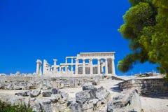 Fördärvar av templet på ön Aegina, Grekland Royaltyfri Foto