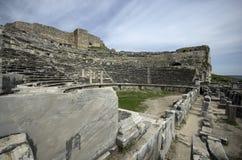Fördärvar av theaterRuins Miletus för den forntida staden av teatern Miletus för den forntida staden royaltyfria bilder
