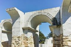 Fördärvar av tidigt den 10th århundraderundakyrkan av St John nära huvudstaden av den första bulgariska välden stora Preslav Royaltyfria Bilder