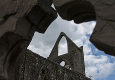 Fördärvar av Tintern Abbey Against Cloudy Blue Sky Arkivbilder