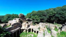 Fördärvar av Tipasa (Tipaza) Den groteska staden var en colonia i romersk landskapMauretania Caesariensis locat stock video