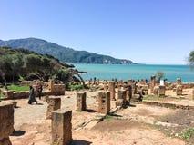 Fördärvar av Tipasa (Tipaza) Den groteska staden var en colonia i romersk landskapMauretania Caesariensis locat fotografering för bildbyråer