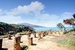 Fördärvar av Tipasa (Tipaza) Den groteska staden var en colonia i romerska landskapMauretania Caesariensis loca royaltyfria foton