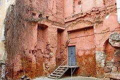 Fördärvar av väggar för byggnad för röd tegelsten Royaltyfria Foton