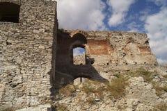 Fördärvar den medeltida citadellen av Deva - Rumänien royaltyfri fotografi