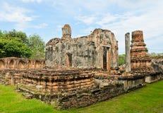 Fördärvar det thailändska tempelet arkivfoton