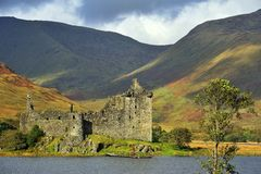 fördärvar höglands- kilchurn för slottet scotland royaltyfri foto