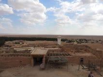 Fördärvar i bergoasen av Chebika i den sandiga Sahara öknen, blå himmel, Tunisien, Afrika arkivfoto
