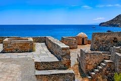 Fördärvar i den övergav spetälskkolonin Spinalonga, Kreta Royaltyfri Foto