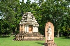 Fördärvar i det historiskt parkerar i sukhothai Royaltyfri Bild