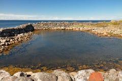 Fördärvar i havet i sommardag Arkivbilder