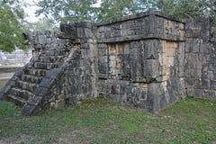 Fördärvar i Mayan arkeologisk plats av Chichen Itza Royaltyfria Bilder
