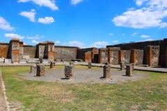 Fördärvar i Pompeii, når att ha begravts av vulkan i 79AD i Italien, Europa arkivbilder