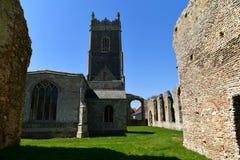 Fördärvar kyrkliga St Andrew, Walberswick UK, Royaltyfria Bilder