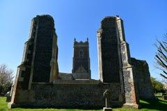 Fördärvar kyrkliga St Andrew, Walberswick UK, Arkivbilder
