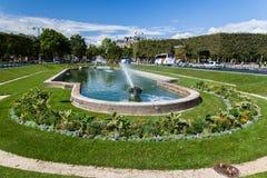 Fördärvar lägerspringbrunnen Paris Frankrike royaltyfri foto