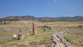 Fördärvar och fördärvar av den forntida staden, Hierapolis nära Pamukkale, Turkiet arkivbilder