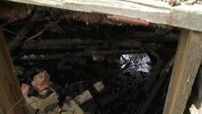 Fördärvar och giftliga materiella rest i övergiven byggnad arkivfilmer