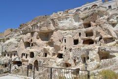 Fördärvar och hus i Cappadocia Arkivfoton