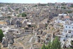 Fördärvar och infallhus i Cappadocia Arkivbild