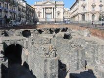Fördärvar på forntida roman amfiteater i Catania Arkivfoto