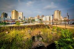 Fördärvar på fortSantiago och byggnader längs den Pasay floden, in I Fotografering för Bildbyråer