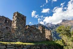 Fördärvar på Inca Site av Choquequirao, Anderna berg, Peru arkivfoton