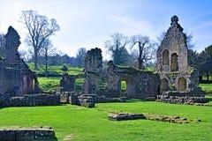Fördärvar på springbrunnabbotskloster, i North Yorkshire, i den sena mars 2019 arkivbild