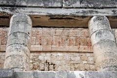fördärvar stor lättnad för bolldomstoldetaljer tempelet royaltyfri foto