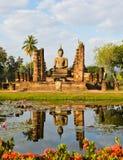 Fördärvar tempelet i Sukhothai arkivbild