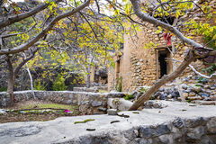 Fördärvar Wadi Bani Habib Arkivfoto