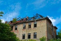 fördärvat brandhus Arkivbild