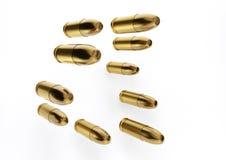 Fördela 9mm kulor för ett vapen i en riktning med isolerat på a Arkivbilder