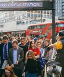 Fördelning för press för London afton standard till folkkungliga personen Weddi Royaltyfri Fotografi