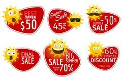 Fördernde Werbungsfahnen Vektorsommerschlussverkaufaufkleber mit lächelnder Sonne vektor abbildung