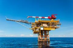 Förderplattform in der Offshoreöl- und Gasindustrie stockfoto