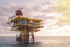 Förderplattform in der Offshoreöl- und Gasindustrie stockbild