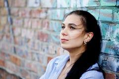 fördjupning isolerad vit kvinna Arkivbilder