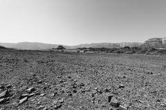 Fördjupning och tomhet i svartvitt arkivfoto