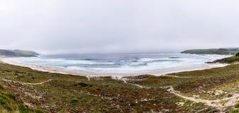 Fördunkla över den sandiga stranden och Atlantic Ocean i Spanien Royaltyfria Foton