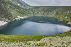 Fördunkla över njure sjön, de sju Rila sjöarna Royaltyfria Foton