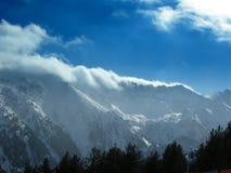 Fördunkla berg arkivfoto