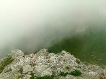 fördunkla berg royaltyfria foton