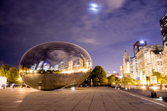 Fördunkla porten (bönan), Chicago, Illinois på natten Royaltyfria Bilder