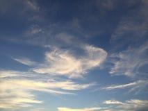 Fördunklar bildande på solnedgången Arkivbild