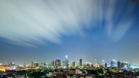 Fördunklar rörelse ovanför huvudstadbyggnad på bangkok Thailand Arkivfoto