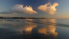 Fördunklar reflexion i havet Royaltyfri Foto